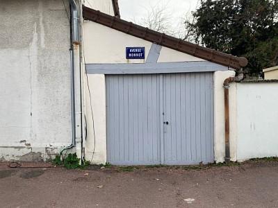GARAGE A LOUER - CHALON SUR SAONE - 69 € charges comprises par mois