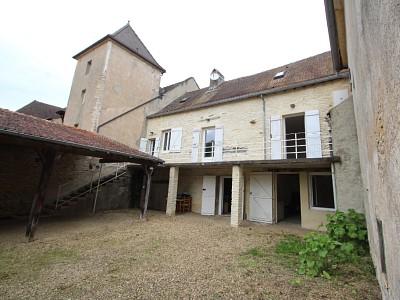 MAISON DE VILLAGE A VENDRE - CURTIL SOUS BURNAND - 84 m2 - 151000 €