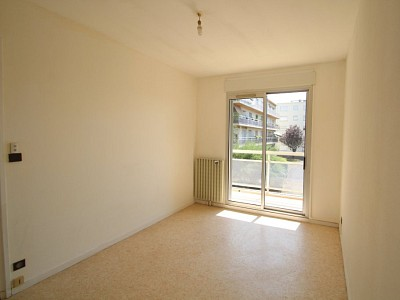 APPARTEMENT T2 A LOUER - PARAY LE MONIAL - 52 m2 - 435 € charges comprises par mois