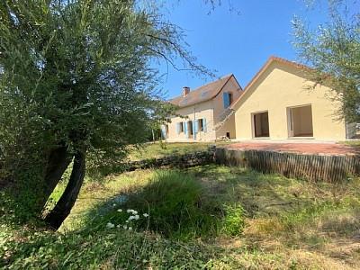 Maison avec gites et chambres d hôtes A VENDRE - ST YAN - 585,15 m2 - 306000 €