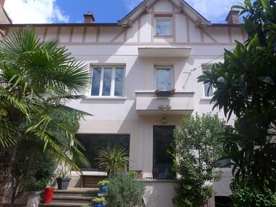 MAISON A LOUER - DIJON - 148,87 m2 - 1800 € charges comprises par mois