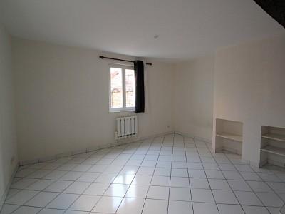 STUDIO A LOUER - DIJON - 26,4 m2 - 400 € charges comprises par mois