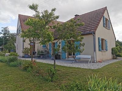 Maison traditionnelle avec jolie vue dégagée A VENDRE - DEZIZE LES MARANGES - 161 m2 - 235000 €