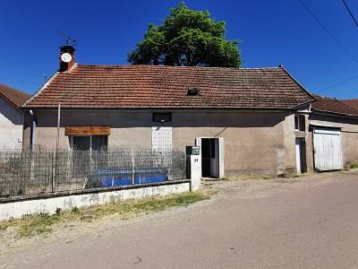Maison avec petit jardinet A VENDRE - AUBIGNY LA RONCE - 120 m2 - 92500 €