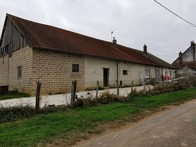 Maison avec dépendances A VENDRE - PALLEAU - 92 m2 - 173000 €