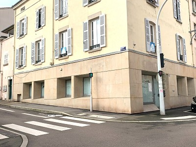 LOCAL COMMERCIAL A VENDRE - MACON - 412 m2 - 149000 €