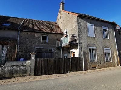 Maison de village sur deux niveaux A VENDRE - ST SERNIN DU PLAIN - 97 m2 - 70000 €