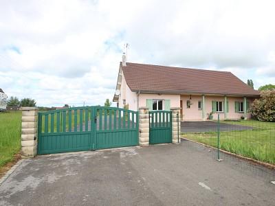 Maison avec terrain et garage. A VENDRE - LOUHANS - 109 m2 - 195000 €