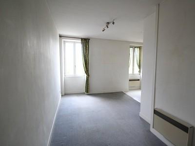 APPARTEMENT T2 A LOUER - CHAGNY - 50 m2 - 356 € charges comprises par mois