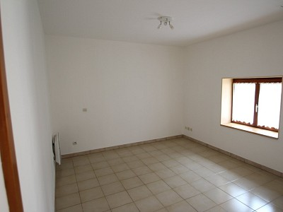 STUDIO A LOUER - CHAGNY - 21,16 m2 - 325 € charges comprises par mois