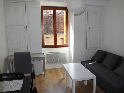STUDIO A LOUER - BEAUNE - 18 m2 - 435 € charges comprises par mois
