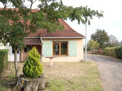 Fermette mitoyenne avec dépendance et terrain. A VENDRE - ST GERMAIN DU BOIS - 83 m2 - 75000 €