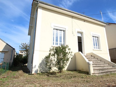 MAISON A LOUER - PARAY LE MONIAL - 105 m2 - 950 € charges comprises par mois