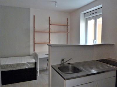 STUDIO A LOUER - CHALON SUR SAONE CITADELLE - 22 m2 - 275 € charges comprises par mois
