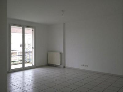 APPARTEMENT T3 A LOUER - LONGVIC - 65,65 m2 - 710 € charges comprises par mois