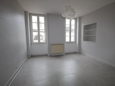 APPARTEMENT T1 A LOUER - GIVRY - 29 m2 - 365 € charges comprises par mois
