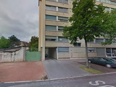 GARAGE A LOUER - DIJON / PORTE NEUVE - 77 € charges comprises par mois
