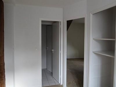 APPARTEMENT T4 A LOUER - BEAUNE 3 RUE CHARLES AUBERTIN - 77,32 m2 - 830 € charges comprises par mois
