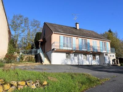MAISON A VENDRE - ISSY L EVEQUE - 167 m2 - 115000 €