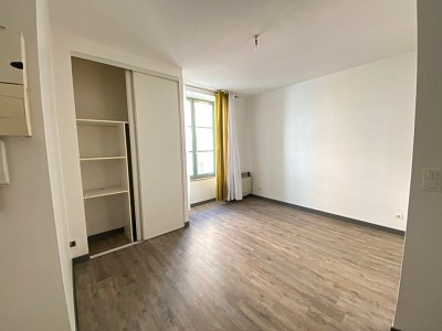 STUDIO A LOUER - CHALON SUR SAONE CENTRE VILLE - 22,28 m2 - 303 € charges comprises par mois