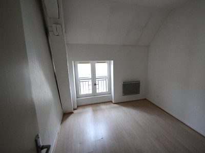 APPARTEMENT T3 A LOUER - GIVRY - 49,53 m2 - 454 € charges comprises par mois