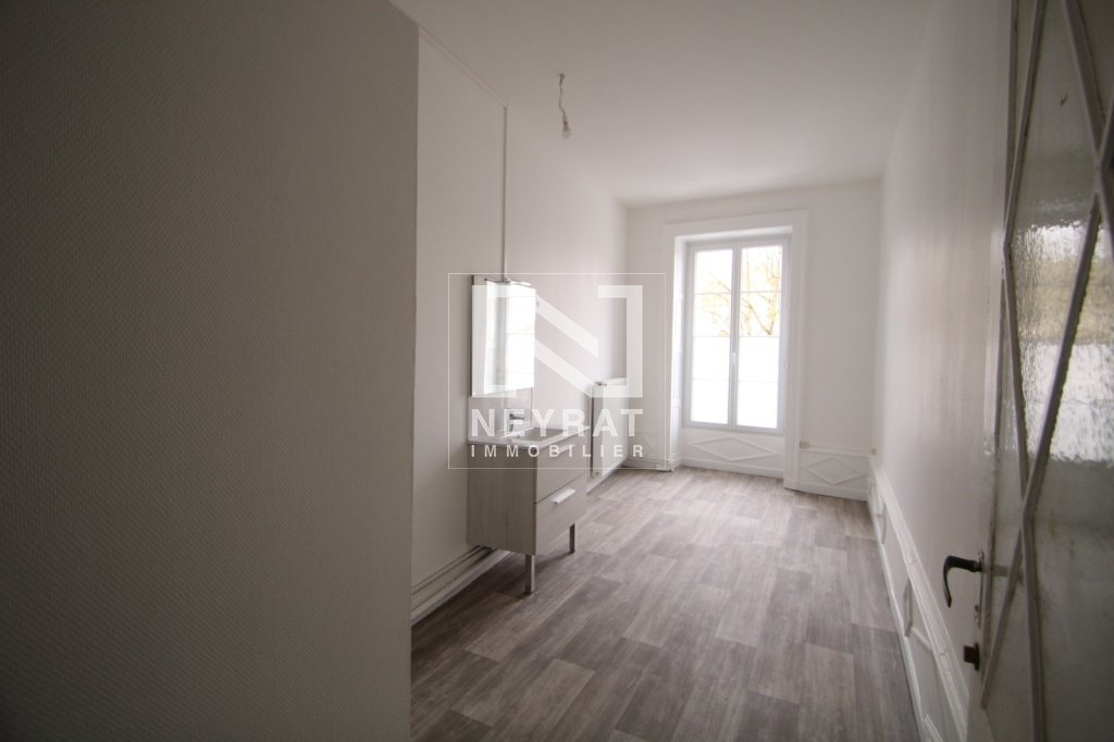 APPARTEMENT T3 A LOUER - PARAY LE MONIAL - 70 m2 - 500 € charges comprises par mois