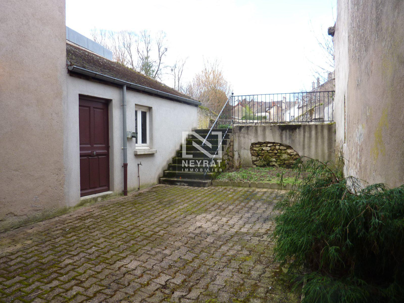 APPARTEMENT T2 A LOUER - AUTUN QUARTIER CATHEDRALE - 50 m2 - 290 € charges comprises par mois